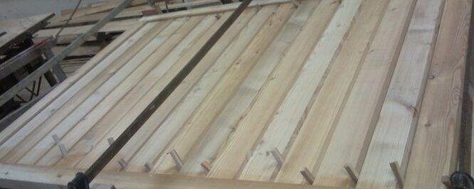 Drsno senčilo sibirski macesen z lesenim okvirjem