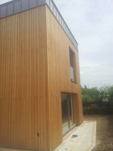 Lesena fasada sibirski macesen z dvojnim prekrivanjem