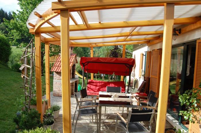 Nadstrešek-in-ograja-Nadja-4-700x465