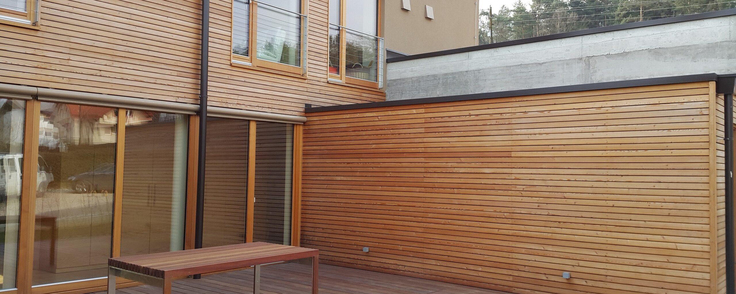 Lesena fasada sibirski macesen in lesena terasa cumaru